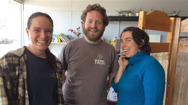 Arielle Paiement, Richard Latreille et Audrey Boisvert, trois membres du la communauté du Manoir