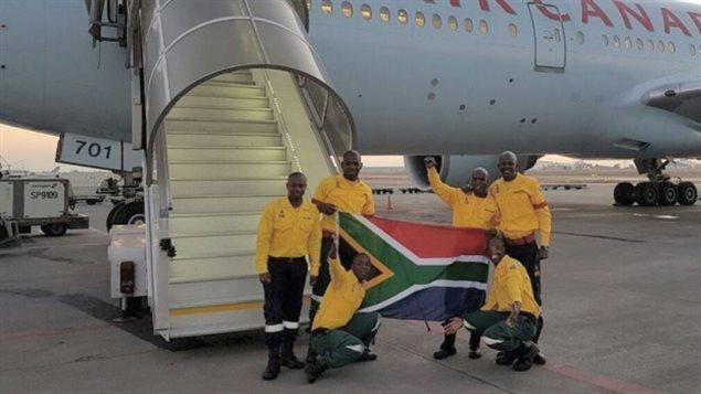Pompiers sud-africains et un avion d'Air Canada
