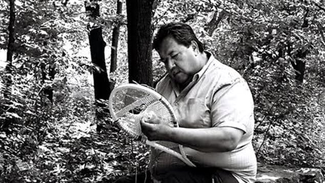 L'un des objectifs de l'exposition Le rapprochement de Suzanne Brisson est de faire connaître le travail des artisans autochtones