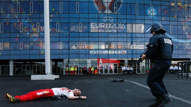 Simulation d'attentats au Stade de France en prévision de l'Euro 2016