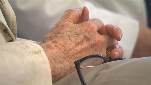 Des mains d'une personne agée
