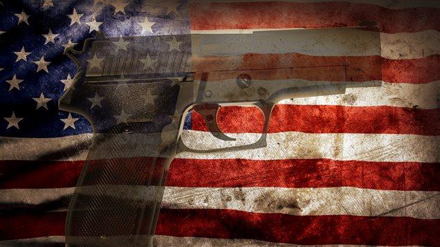 Arme à feu et drapeau américain