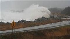 La plage de Cap-des-Rosiers lors d'une tempête.