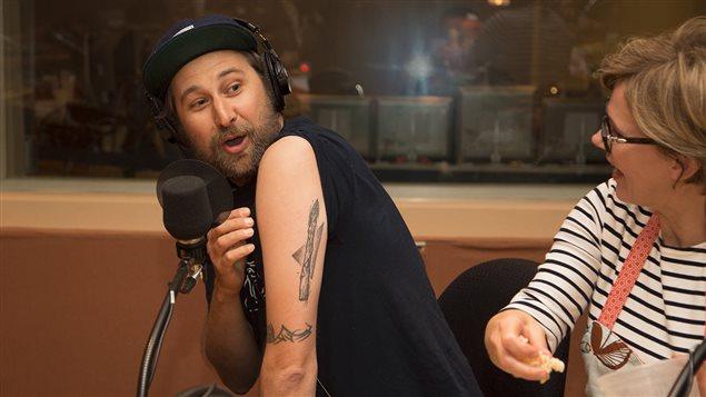 Bob le Chef montre son tatouage d'asperge