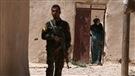 L'étau se resserre sur l'EI alors qu'un convoi d'aide humanitaire entre en Syrie
