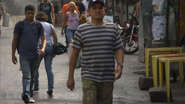 Des Br�siliens marchent � Rio