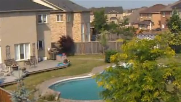 The Canadian Red Cross says all backyard pools should be gated with material that cannot be climbed and they should have automatic self-closing and self-latching mechanism.