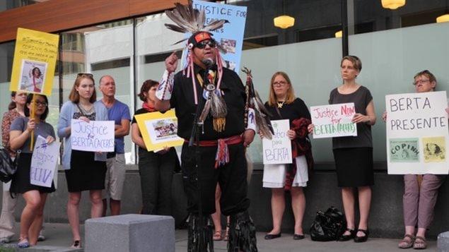 Manifestación frente a la Embajada de Honduras en Ottawa,