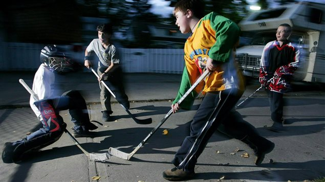 Kids play road hockey in Edmonton on Wednesday, September 22, 2004.