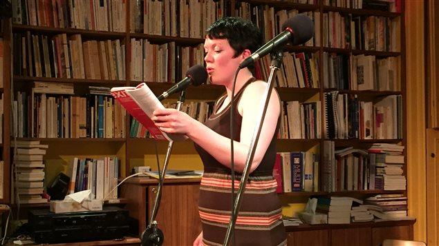 Rachel McCrum, poète qui vit à Edimbourg en Écosse, participait au Festival de la poésie de Montréal début juin.