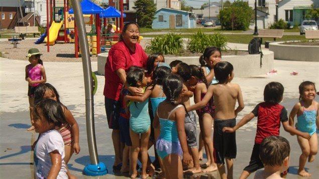 Les enfants de l'�cole primaire Amikobi de Lac-Simon en pleine r�cr�ation