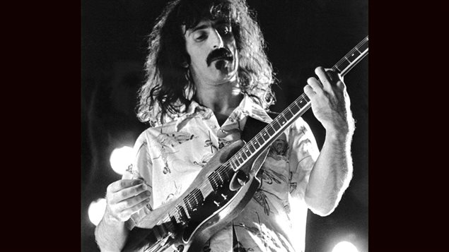 <b>Frank Zappa en 1974, lors d'un concert en Suède</b> | ©AFP