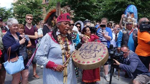 مشهد من الاحتفالات التي جرت اليوم في مونتريال بمناسبة اليوم الوطني للسكان الأصليين في كندا.