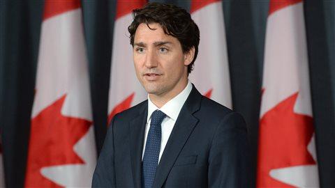 Justin Trudeau, premier ministre du Canada en conférence de presse mercredi : « Je suis très fier de tout ce qu'elle a fait dans tout le pays. Elle continuera à offrir sa participation et non pas seulement être là pour le gouvernement, mais pour tous les Canadiens et nous voulons vous assurer qu'elle continuera à faire le travail qu'elle fait » a dit le premier ministre.