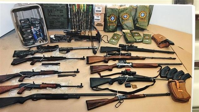 Armas de fuego y municiones incautadas por la Sûreté du Québec, septiembre de 2012.