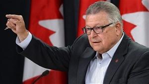 Le ministre de la Sécurité publique et de la Protection civile, Ralph Goodale, a présenté un projet de loi qui permettra à l'Agence des services frontaliers du Canada (ASFC) « de recueillir les données biographiques courantes sur tous les voyageurs à leur sortie du Canada ».