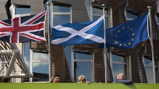 Drapeaux de la Grande-Bretagne, de l'�cosse et de l'Union europ�enne