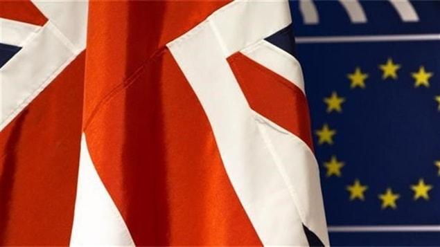 Les drapeaux du Royaume-Uni et de l'Union europ�enne