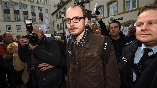 Antoine Deltour, l'un des deux anciens employés de la firme Price Waterhouse Coopers condamnés pour vol et diffusion de documents révélant des pratiques fiscales de multinationales