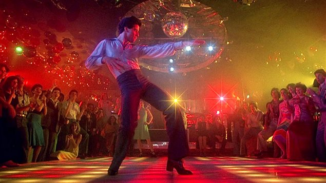 Une scène du film Saturday Night Fever, avec John Travolta