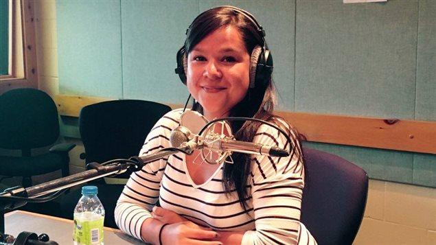 Naomi Fontaine, auteure de Uashat, Sept-Iles, en studio � Radio-Canada C�te-Nord