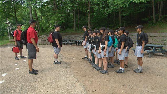 Plus de 200 jeunes de 12 à 18 ans participent au camp des Rangers juniors canadiens à Sainte-Catherine-de-la-Jacques-Cartier.
