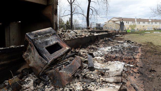 Une maison détruite par le feu à Fort McMurray.