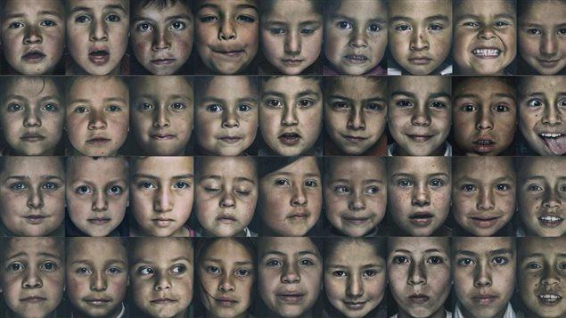 Mosaico de las fotos de niños de Cazuca de la fotógrafa colombo-canadiense Katy López