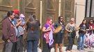 Manifestation après le meurtre d'une jeune femme retrouvée démembrée à Calgary