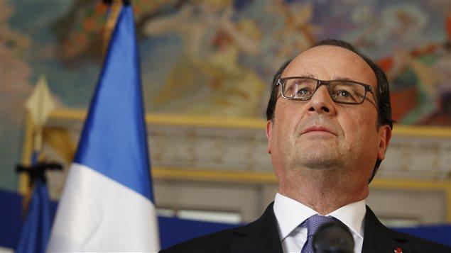 Le président français François Hollande s'adresse aux journalistes au lendemain de l'attaque à Nice.