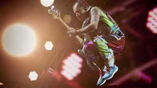 Explosion aux couleurs Red Hot Chili Peppers