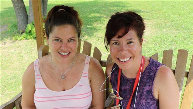 Les deux créatrices de Mohawk Girls, Cynthia Knight (à gauche) et Tracey Deer (à droite)