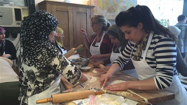 Newcomer Kitchen rassemble des réfugiées syriennes.