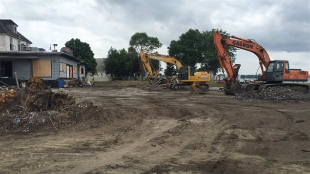 Demolition of the old Abars building has begun with dozens of people coming to watch it come to the ground.  American billionaire owner proceeds with demolition of one of the last vestiges of Windor Ontario's close connection to the Prohibition Era