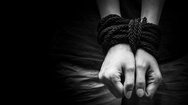 En ce moment même, plus de 2,4 millions de personnes sont victimes de trafic humain selon les estimations de l'ONU.