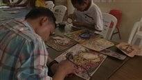Fabriquer des sacs de luxe dans les prisons mexicaines
