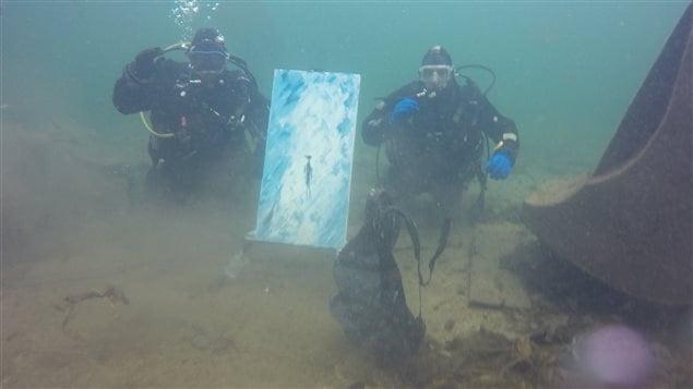 Peindre sous l'eau.