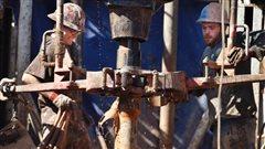 Des travailleurs du secteur pétrolier en Alberta.