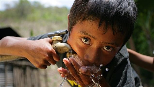 Casi dos tercios de los niños del país son pobres.