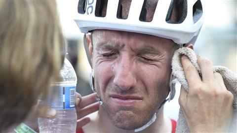 Le Canadien Michael Woods à l'arrivée de la course de cyclisme sur route chez les hommes à Rio