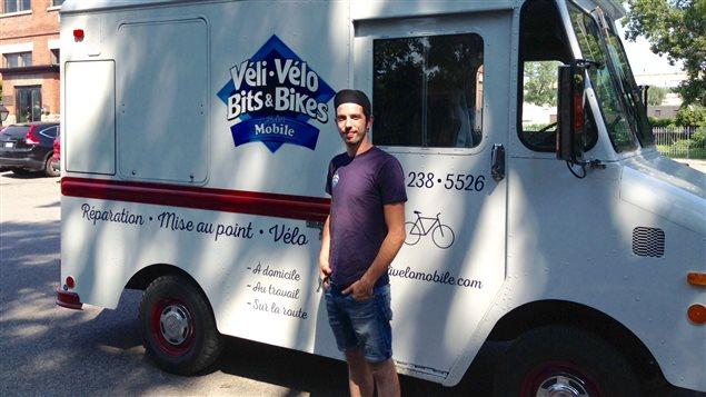 Christopher Lajoie-Asselin, fondateur et propriétaire de l'atelier mobile Véli-Vélo.