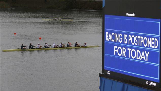 Affiche en anglais seulement en compétition d'aviron...