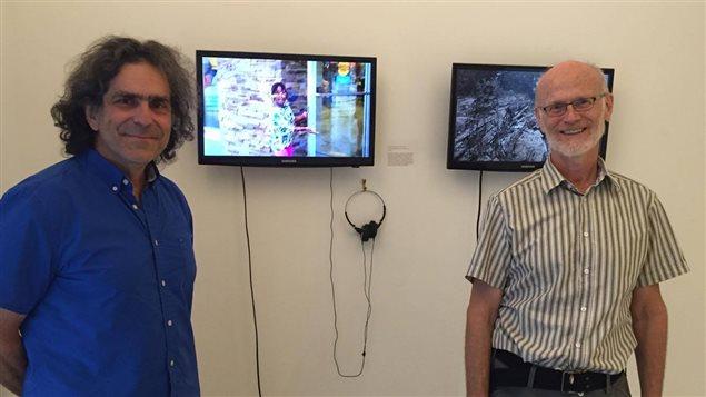 À droite Raymond Aubin, L'un des artistes  de l'exposition, à gauche Yves Larocques, directeur de BRAVO et commissaire de l'exposition.
