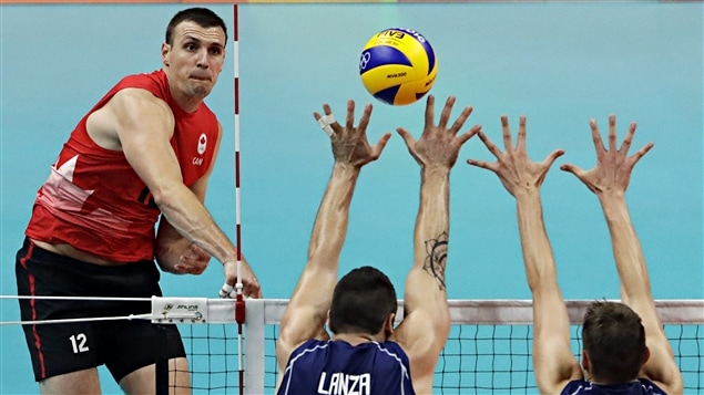 Le Canada passe en quarts de finale en volleyball masculin aux Jeux de Rio