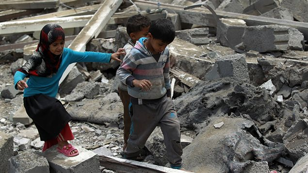 Yemeni children walk amidst the rubble of a house in Yemen's Huthi rebel-held capital Sanaa on August 11, 2016, after it was reportedly hit by a Saudi-led coalition air strike.