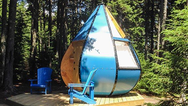 Parcs Canada fait l'essai de nouveaux h�bergements pendant l'�t� 2016. Celui-ci, la Goutte d'�, est install� dans le parc national Fundy au Nouveau-Brunswick.