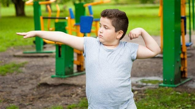 Encourager les jeunes à faire plus d'exercice.