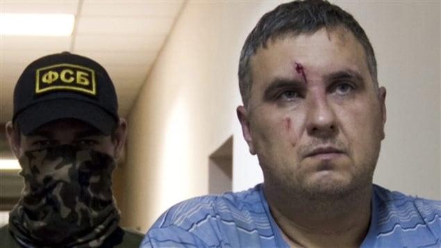 Uno de los presuntos saboteadores ucranianos prooccidentales detenidos por tropas rusas.