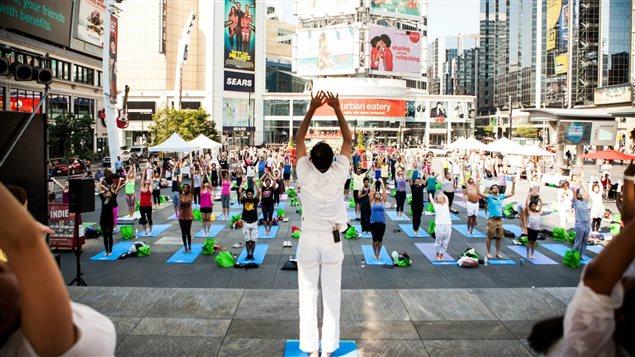 Le Yogathon réunit des centaines de personnes chaque année à Toronto