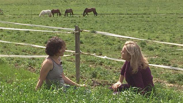 Anne-Marie Séguin et Marcia Pilote dans le documentaire <em>La mort m'a dit</em>